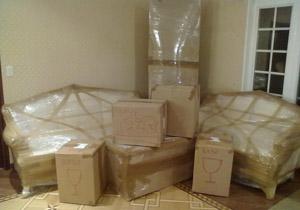 Низкая цена картона и пупырчатой пленки делает хорошую защиту имущества при перевозке доступной всем